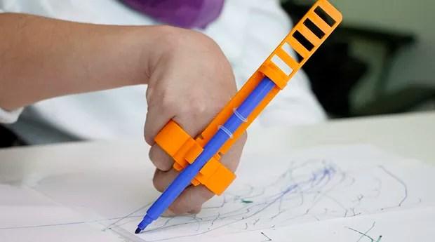 Crianças conseguem desenhar com a ajuda do glifo (Foto: Reprodução/Opendot)