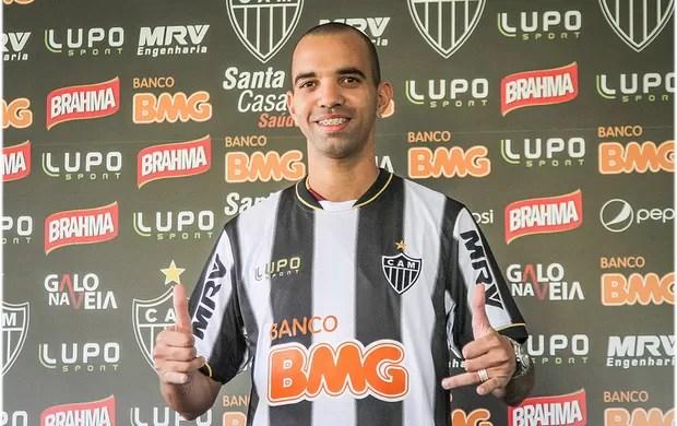 Diego Tardelli veste a camisa do Atlético-MG (Foto: Bruno Cantini / Site Oficial do Atlético-MG)