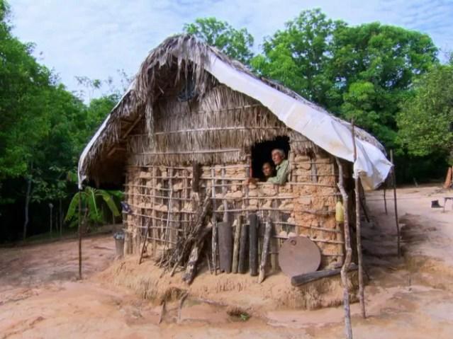 Seu Davi e a esposa moram isolados no meio do cerrado (Foto: TV Globo)
