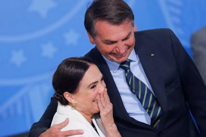 O presidente Jair Bolsonaro e a ex-atriz Regina Duarte — Foto: Adriano Machado/Reuters