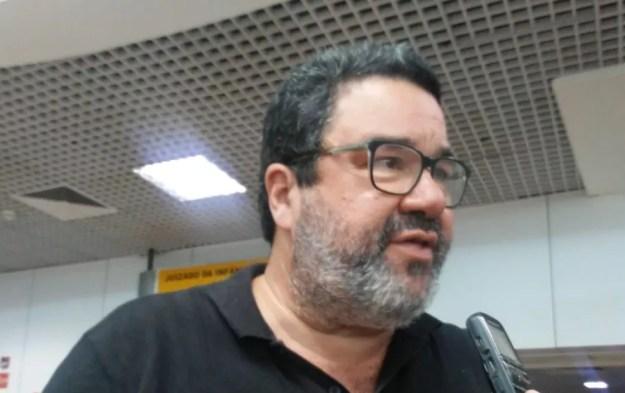 Marcos Lima Verde explica a logística para os jogos contra o América-MG e o Avaí — Foto: Leonardo Freire/GloboEsporte.com