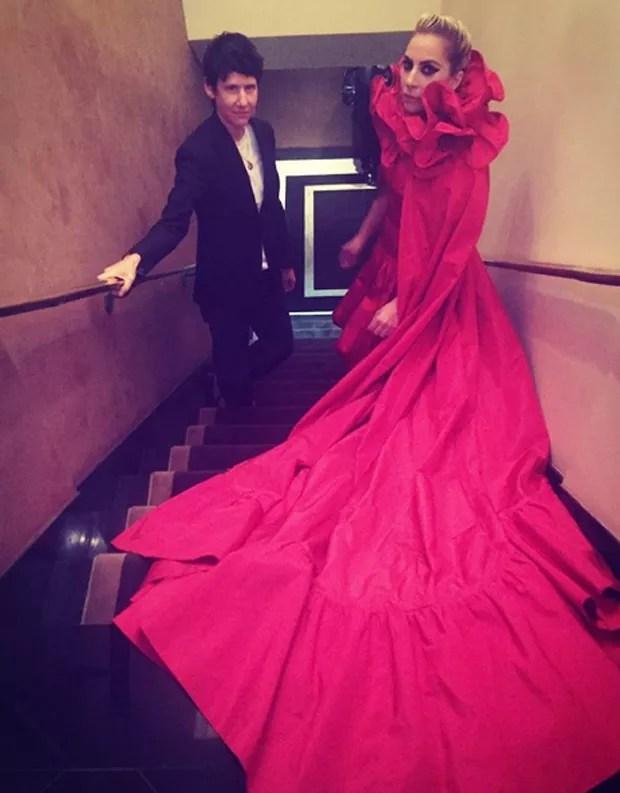 Lady Gaga posou para a 'T Magazine' com o modelito (Foto: Reprodução/Instagram)