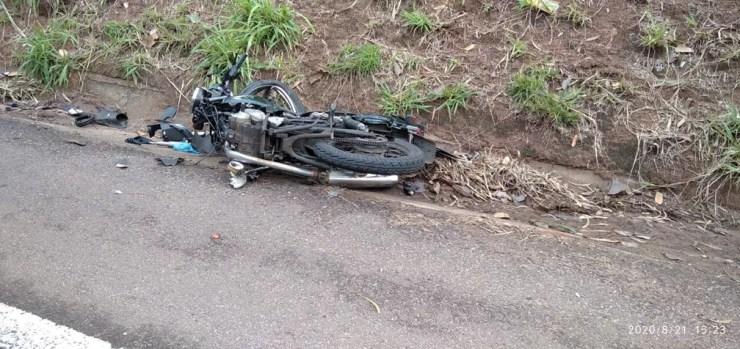 Motociclista morreu vítima de acidente de trânsito na Rodovia Ângelo Rena, em Presidente Prudente, nesta sexta-feira (21) — Foto: Polícia Militar