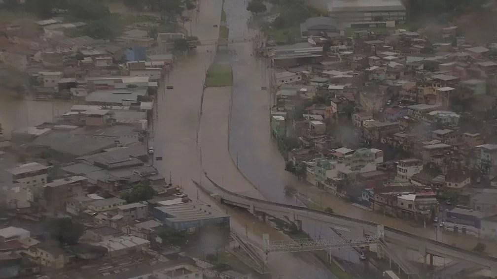 Avenida Cristiano Machado alada, na Região Norte de BH, por volta das 7h desta sexta-feira (24) — Foto: Reprodução/TV Globo