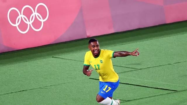Malcom comemora o gol do título olímpico do Brasil sobre a Espanha