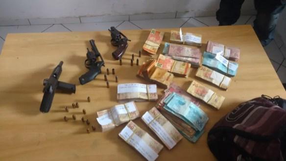 Material apreendido pela Polícia após a tentativa de assalto a agência dos Correios de Santa Helena (Foto: Divulgação/Polícia Civil)