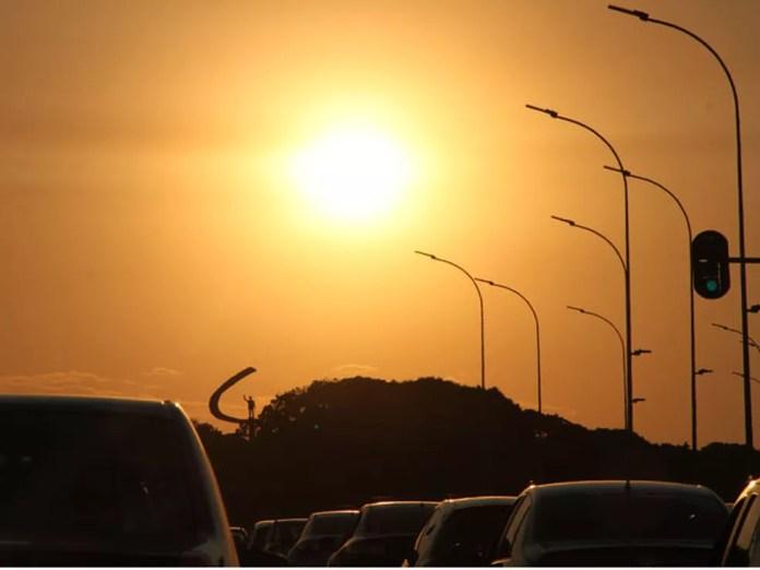 Sol forte sobre o Distrito Federal — Foto: Vianey Bentes/TV Globo