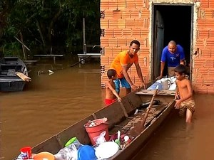Cheia do Rio Paraguai já deixou famílias desabrigadas em Barra do Bugres, cidade a 169 km de Cuiabá. (Foto: Reprodução / TVCA)
