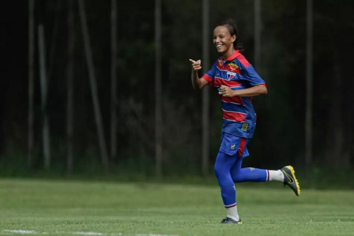 Letícia comemora gol vestindo a camisa do Fortaleza, onde está atuando — Foto: Adriano Fontes / CBF