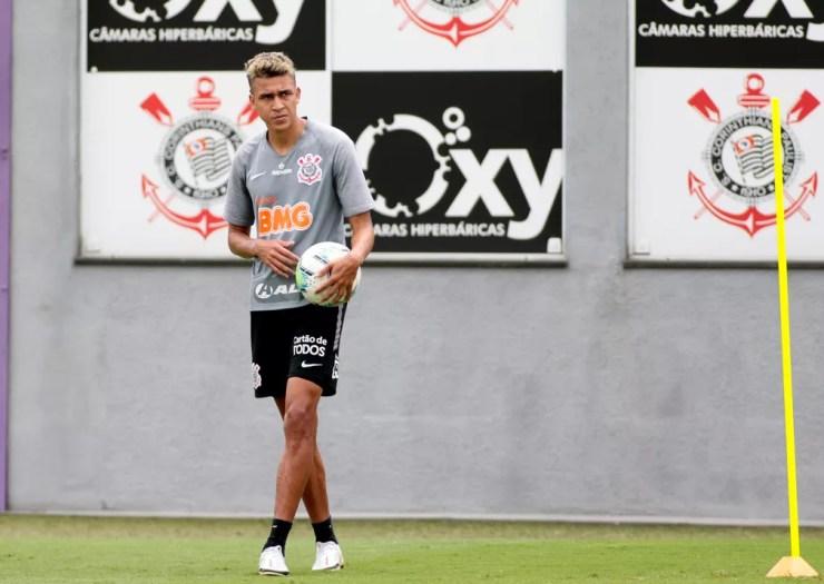 Victor Cantillo se recupera de lesão e treinou com bola no Corinthians — Foto: Rodrigo Coca / Ag.Corinthians