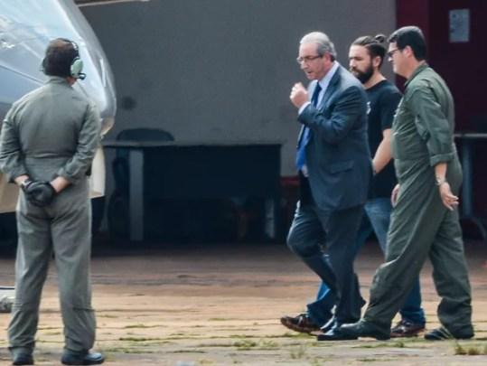 Brasília - O ex-presidente da Câmara dos Deputados, Eduardo Cunha, embarca para Curitiba após ser preso pela Polícia Federa (Foto: Wilson Dias/Agência Brasil)