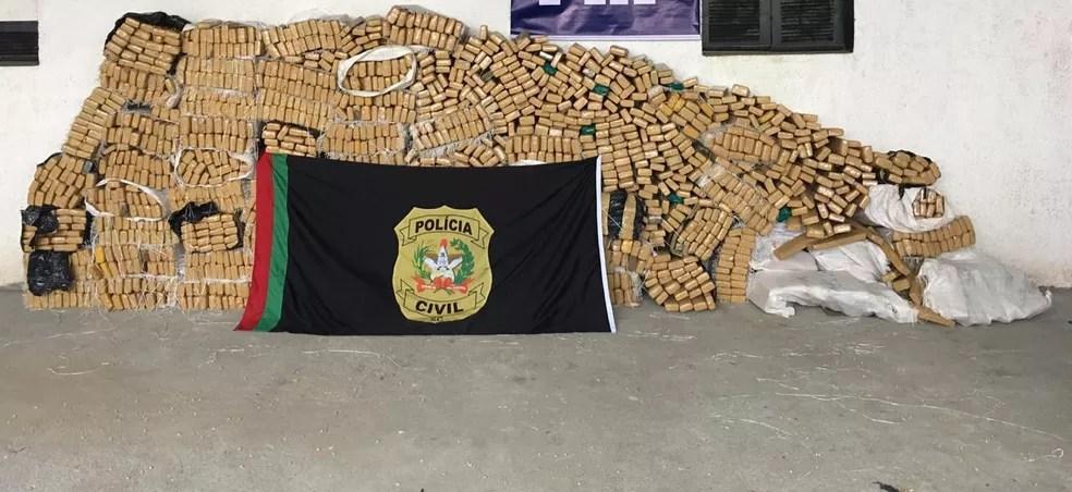 Em 20 de dezembro, foi apreendida 1,75 tonelada de maconha em Araranguá — Foto: Polícia Civil/Divulgação