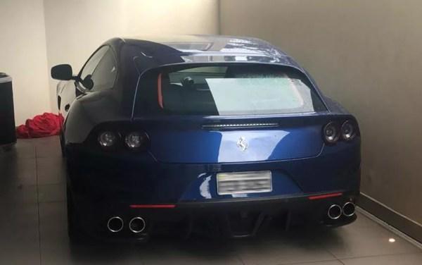 Ferrari apreendida em operação contra fraude a estabelecimentos bancários — Foto: Divulgação/Deic