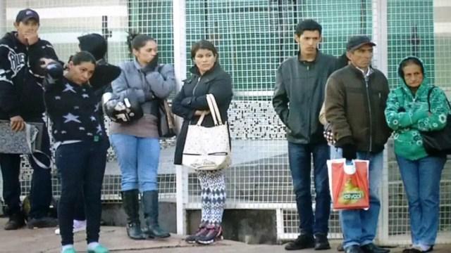 Para enfrentar as baixas temperaturas, população de Ponta Porã tirou os casacos dos armários (Foto: Mauro Almeida/TV Morena)