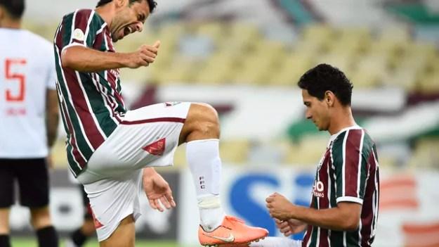 Fred comemora seu gol com Ganso em Fluminense x Vasco