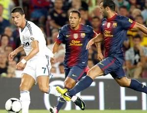 Cristiano Ronaldo e Mascherano, Barcelona x Real Madrid (Foto: Agência Reuters)