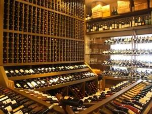 A Adega Durski tem 2.400 rótulos de vinhos (Foto: Divulgação)