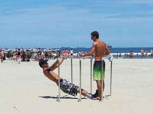 Jovem fazendo exercícios na barra (Foto: Mariane Rossi/G1)