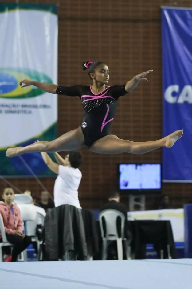 Jackelyne Silva defendia o Pinheiros — Foto: Ricardo Bufolin/CBG