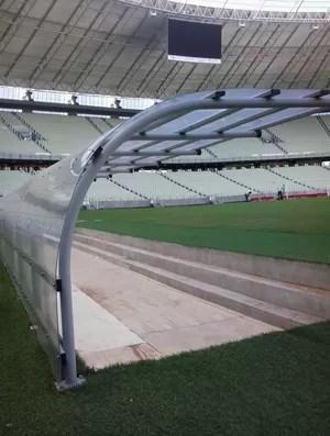 Banco de reservas do estádio Castelão, em Fortaleza (Foto: Thaís Jorge)