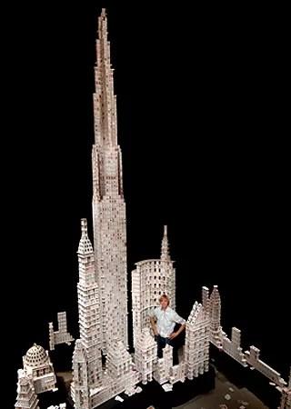 A mais alta torre de cartas já construída no mundo tem 8 metros (Foto: Divulgação)