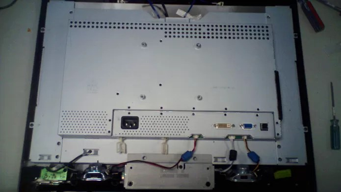 Grande parte dos problemas que os monitores podem apresentar são causados pelo desgaste e precisam de manutenção especializada (Foto: Reprodução/Flirck – alberth2)