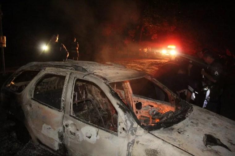 Carro e bar de comerciante assassinado foram incendiados por criminosos em Dix-Sept Rosado, RN.   — Foto: Marcelino Neto/O Câmera