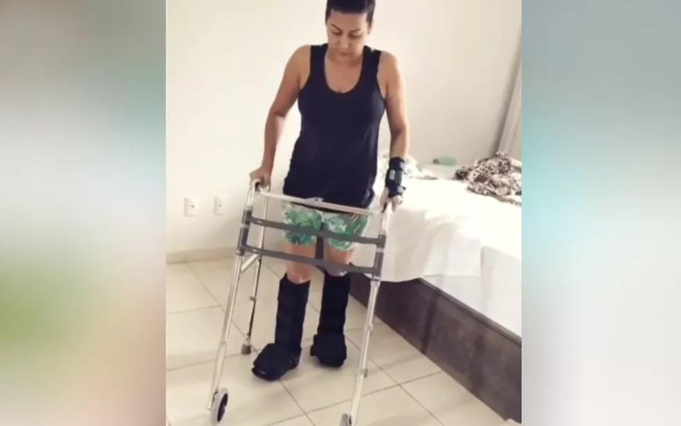 Juliane Lacerda volta a andar com a ajuda de um andador em Goiânia — Foto: Reprodução/Instagram