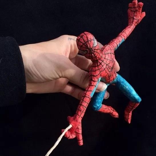 Homem-Aranha produzido com erva