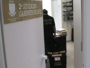 Policiais federais apreenderam documentos no gabinete do juíz preso na operação em João Pessoa (Foto: Divulgação/Polícia Federal)