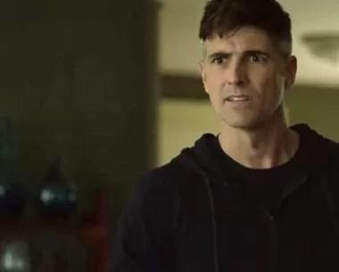 Anthony se assusta ao ver estado da mãe (Foto: TV Globo)