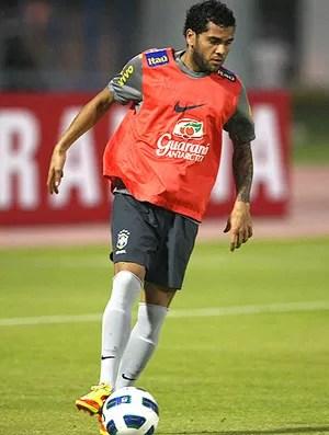 daniel alves brasil treino (Foto: Mowa Press)