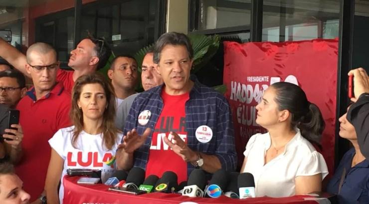 Fernando Haddad faz campanha em Goiânia — Foto: Sílvio Túlio/G1 GO