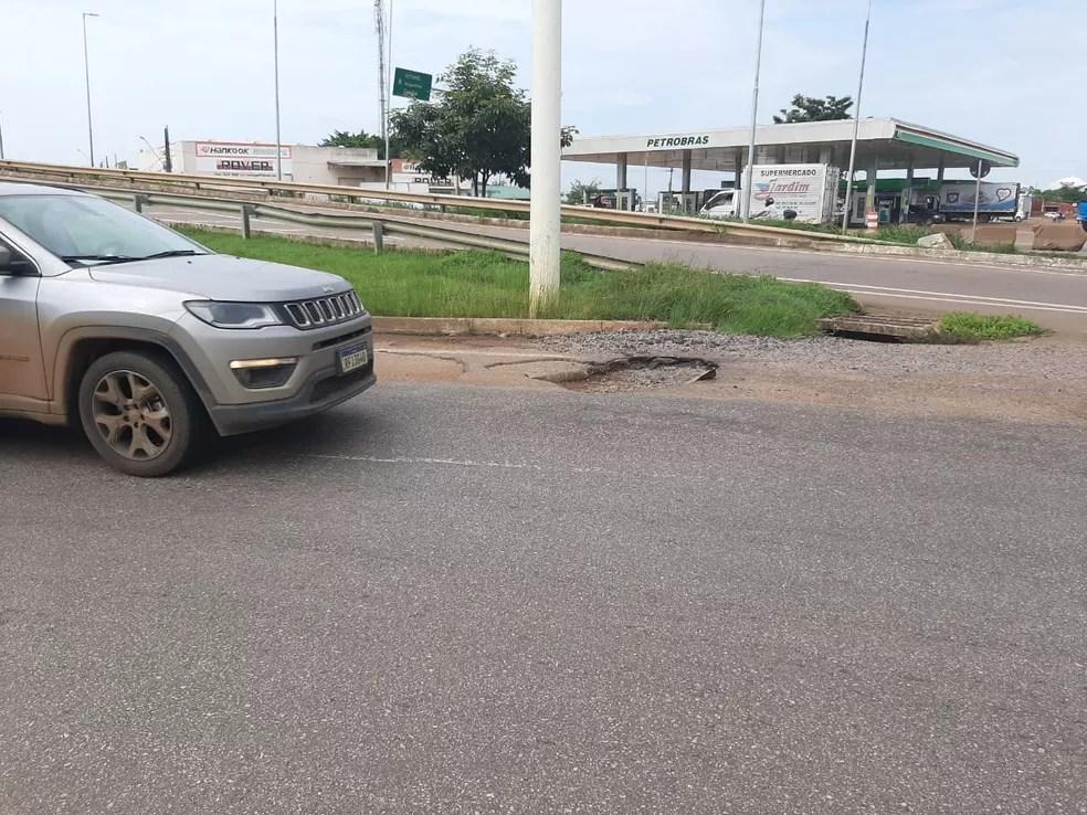 Buracos na BR-364 com Avenida Jorge Teixeira em Porto Velho, Rondônia — Foto: Jheniffer Núbia/G1