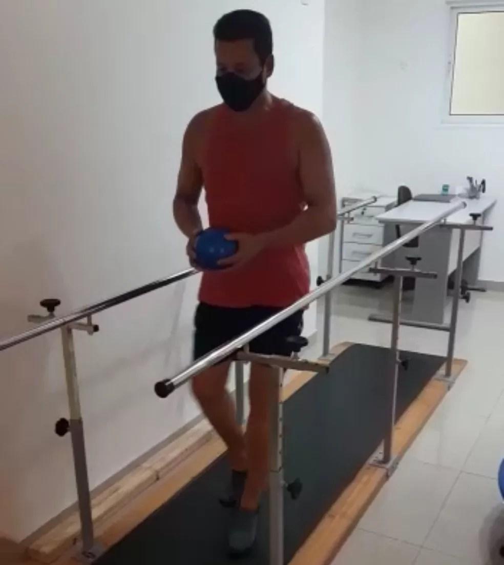 Rogério faz sessões de reabilitação diárias — Foto: Arquivo pessoal