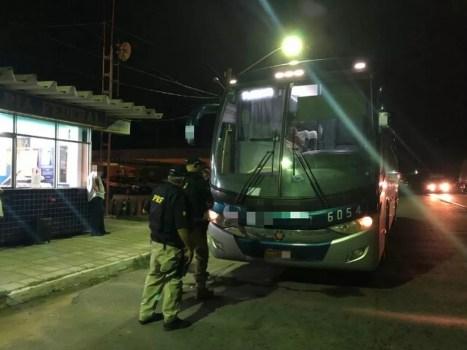 Motorista de ônibus foi detido na BR-232, em Serra Talhada (Foto: PRF/Divulgação)