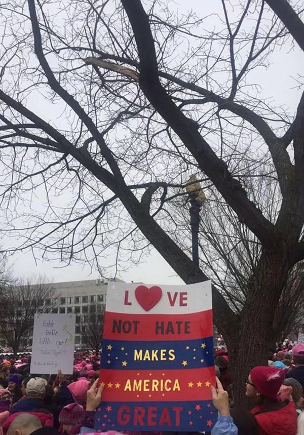 Mensagem de manifestante na marcha (Foto: Marie Claire)