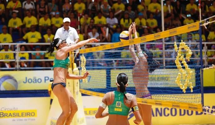 Duda e Ágatha ouro etapa de  João Pessoa (Foto: Paulo Frank/CBV)