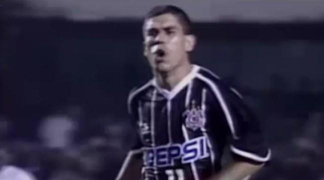 Gol de Ricardinho completa 20 anos — Foto: Reprodução / SporTV