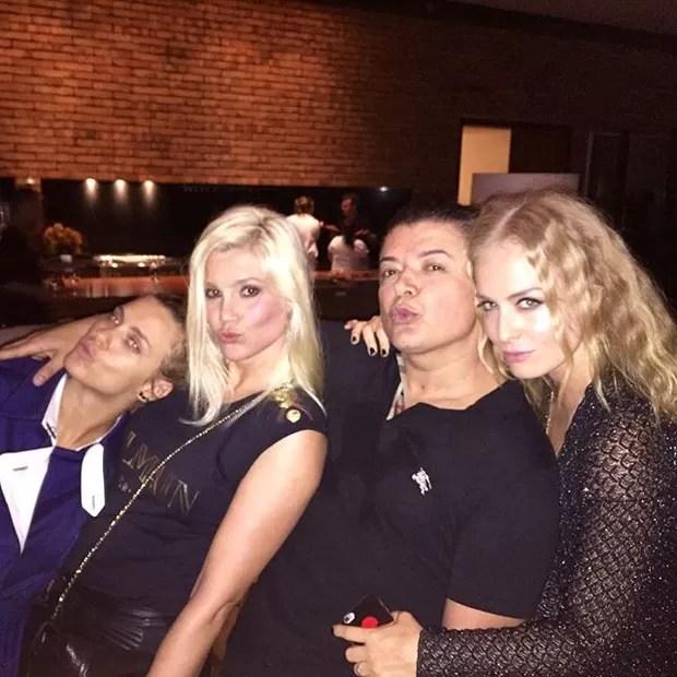 Carolina Dieckmann, Flávia Alessandra, David Brazil e Angélica em festa na Zona Sul do Rio (Foto: Instagram/ Reprodução)
