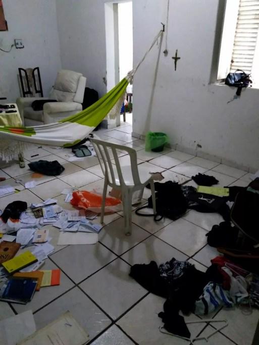 Bandidos reviraram a casa da prefeita e levaram vários objetos de valor — Foto: Cedida