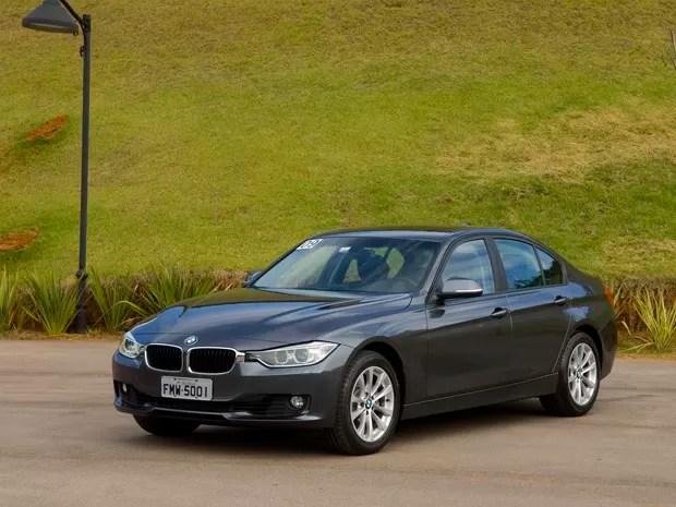Novo BMW Série 3 chega primeiro na versão 328i Luxury, de R$ 212.950 (Foto: Miguel Costa Jr./Divulgação)