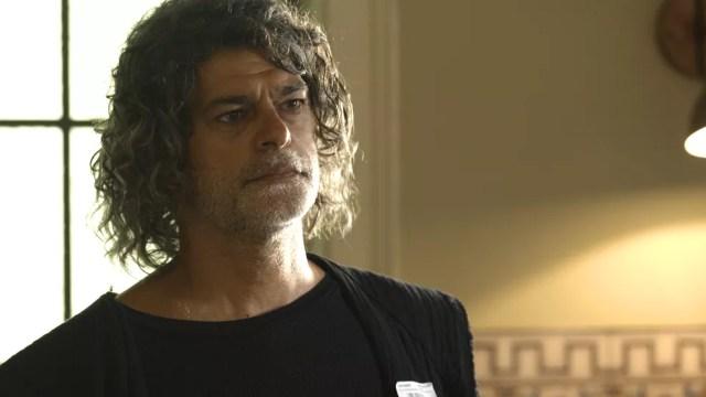 León (Eduardo Moscovis) tenta se reaproximar de Sóstenes (Marcos Caruso), seu pai, na novela 'O Sétimo Guardião' — Foto: TV Globo