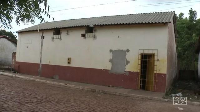 Carceragem funcionava em uma casa construída há mais de 50 anos. (Foto: Reprodução/TV Mirante)