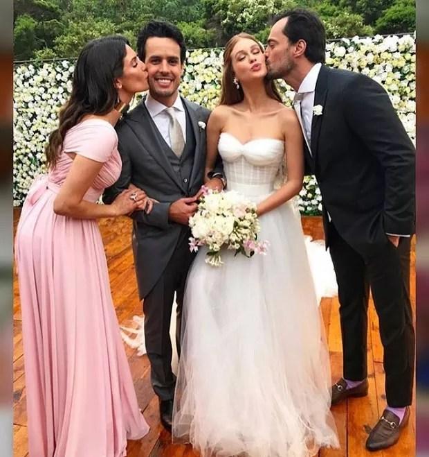 Marina Ruy Barbosa e Xande Negrão com casal de padrinhos (Foto: Reprodução/Instagram)