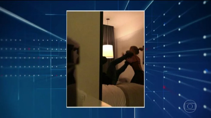Imagem do vídeo gravado no quarto com Neymar e a mulher que o denuncia — Foto: TV Globo/Reprodução