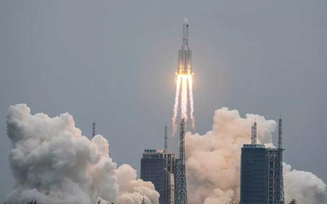 Foguete chinês leva o módulo central da estação espacial  — Foto: AFP Photo