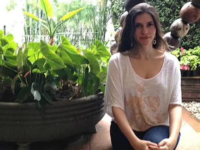 A psicóloga Camila Pavanelli publica semanalmente um boletim com as informações mais recentes da crise (Foto: BBC Brasil)