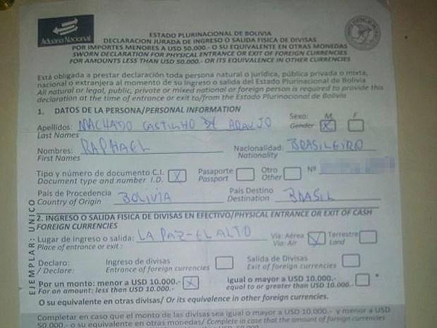 Documento que mostra saída de Raphael da bolívia foi encontrado com ele na Bahia (Foto: PM/ Divulgação)