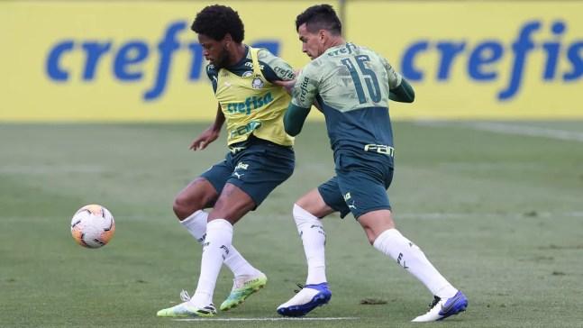 Luiz Adriano e Gustavo Gómez na Academia do Palmeiras — Foto: Cesar Greco / Ag. Palmeiras